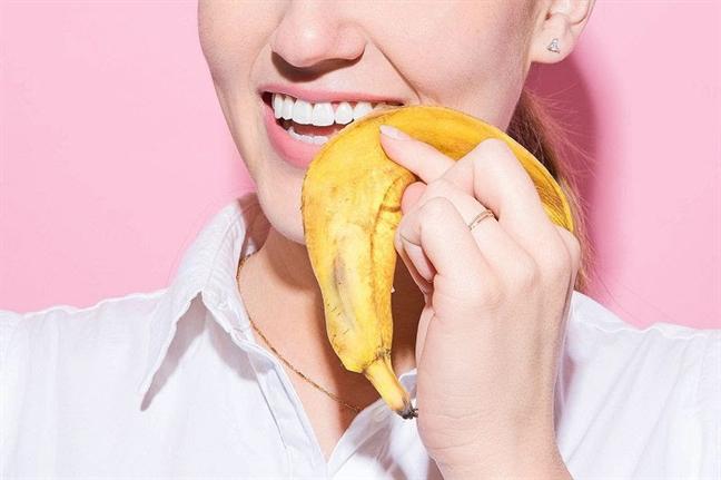 Trong vỏ chuối chứa nhiều khoáng chất như kali, mangan, magie và đặc biệt là potassium có tác dụng loại bỏ mảng bám trên răng và làm trắng răng nhanh chóng.