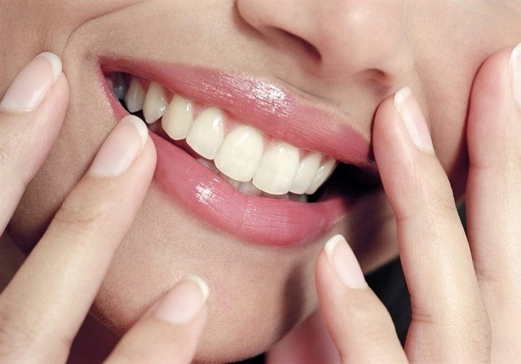 Một đôi môi mềm mượt và đỏ hồng sẽ giúp diện mạo của bạn luôn trẻ trung và rạng rỡ