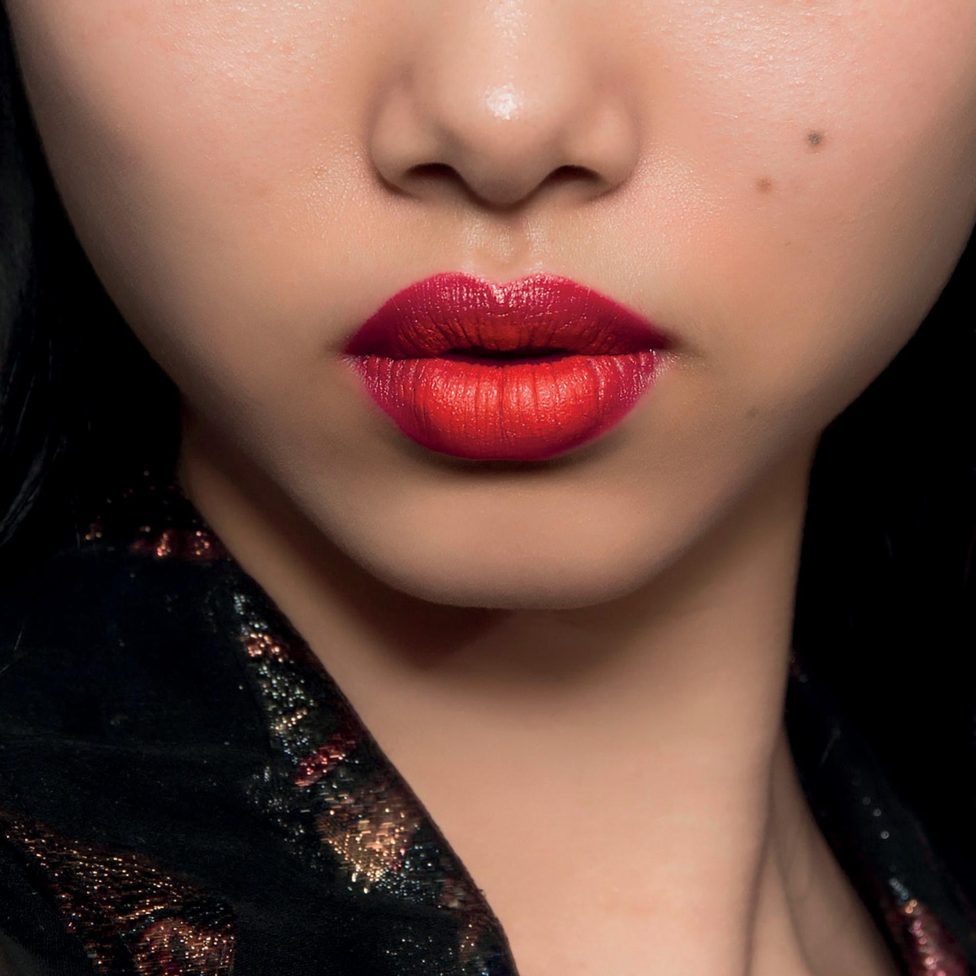 Xu hướng trang điểm son môi đỏ