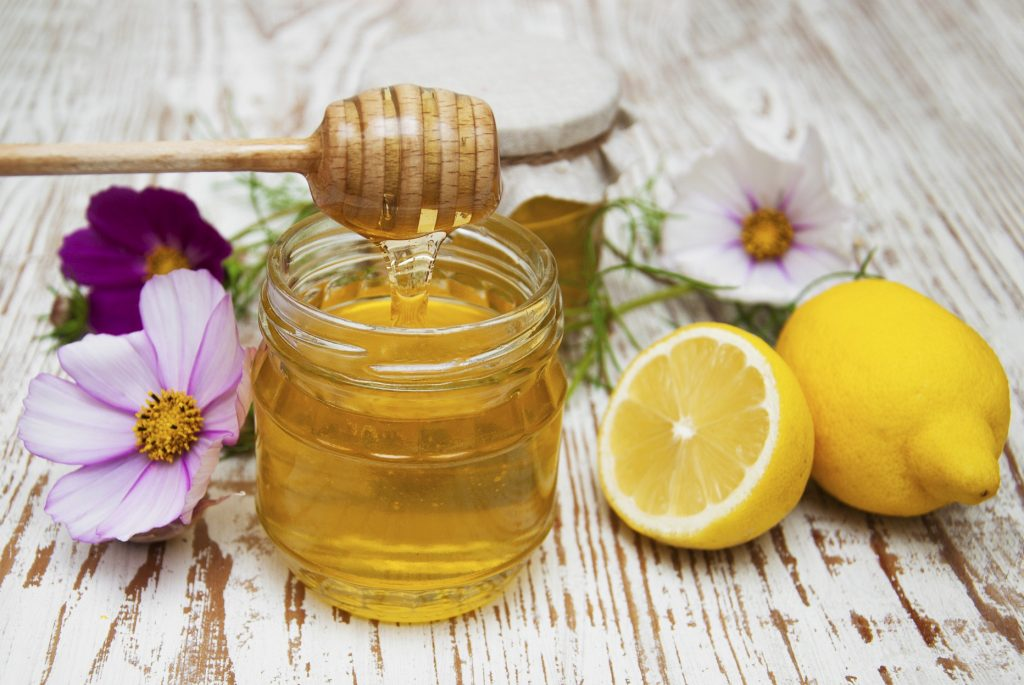 Son dưỡng môi từ mật ong và nước cốt chanh