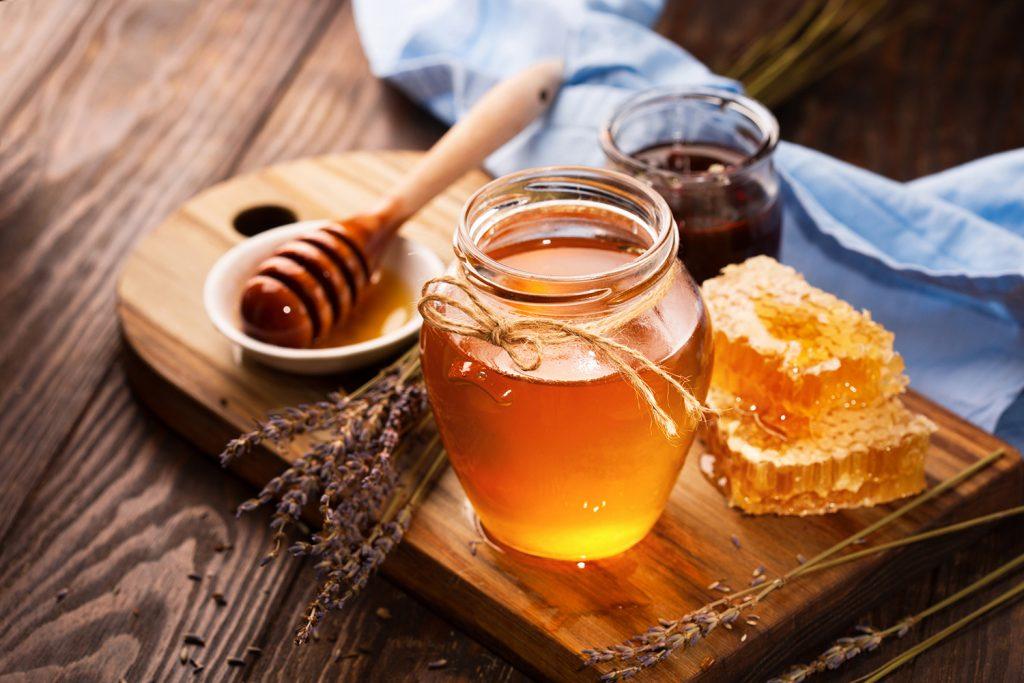 Son dưỡng môi từ mật ong nguyên chất